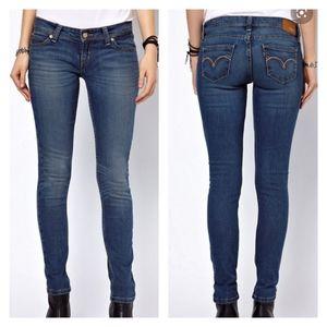 Anthropologie Levi's Demi Curve Med Wash Jeans
